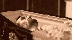 Lincoln's corpse lying in state in Washington D. C..